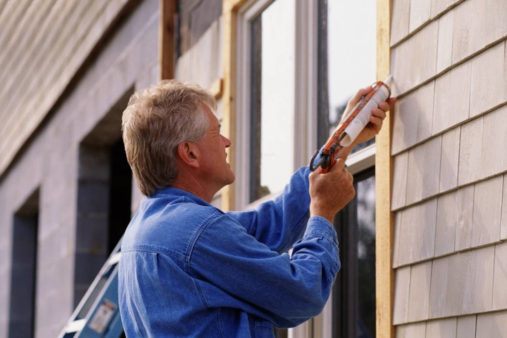 man-caulking-window-1024x683